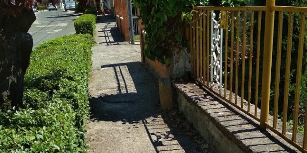 Megkezdődtek a földkábelépítési munkálatok az Árpád utcában